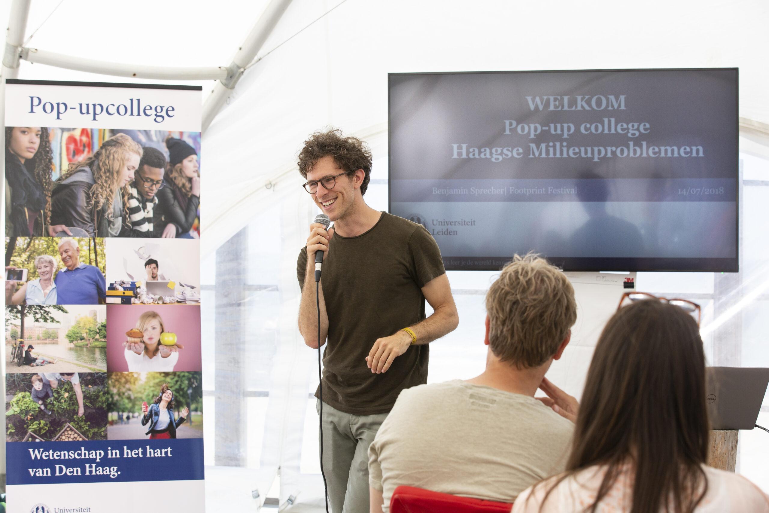 Benjamin Sprecher geeft een gastcollege over Haagse milieuproblemen